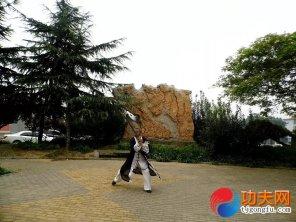 宋庆福大师在练两仪剑法