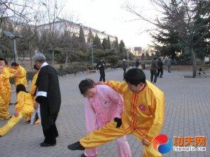 宋庆福大师在教两仪拳套路分解动作