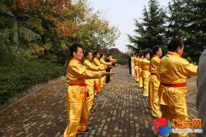 宋庆福大师在教徒弟点穴的灵劲、里抖劲、捞劲