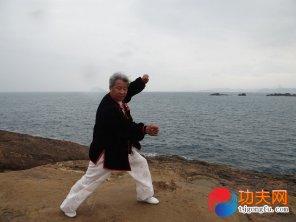宋庆福大师在海边练拳